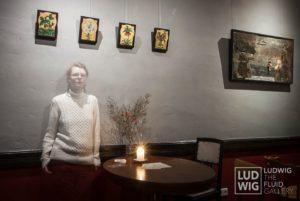 Jenny Dam in der Ausstellung DAS WESEN DER DINGE
